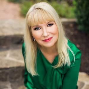 Headshot of Tracie Hasslocher